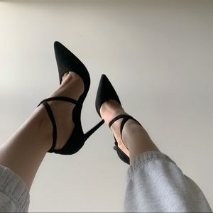 Le Chateau black heels size 8 /38 NWT
